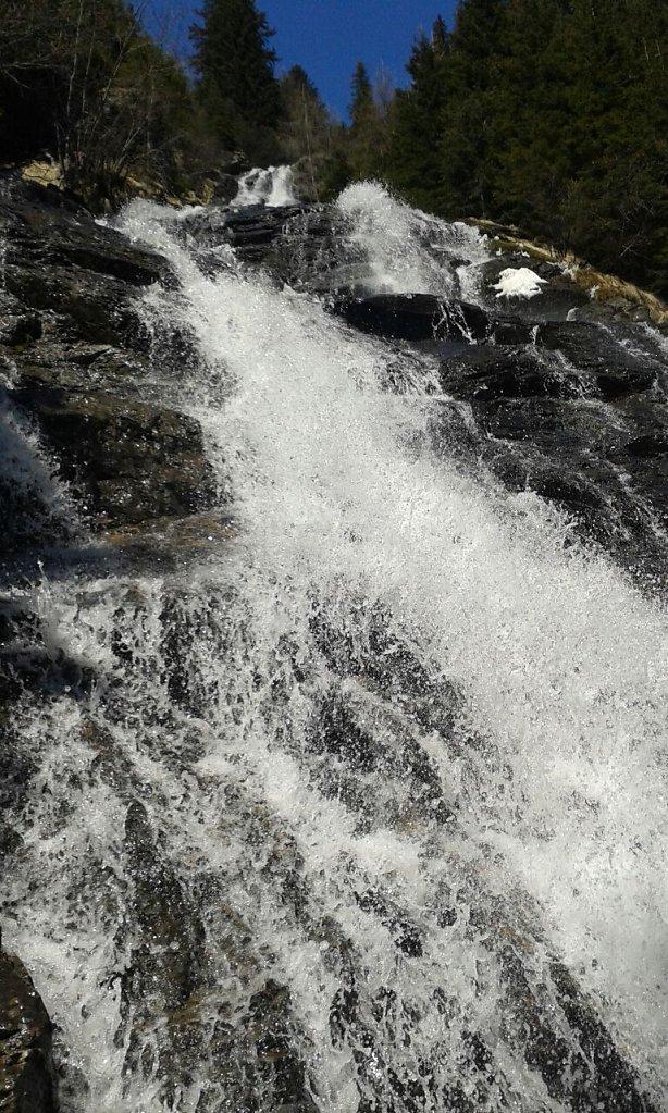 Wasserfall-eine-Wohltat-zur-Regeneration-der-Atemwege.jpg